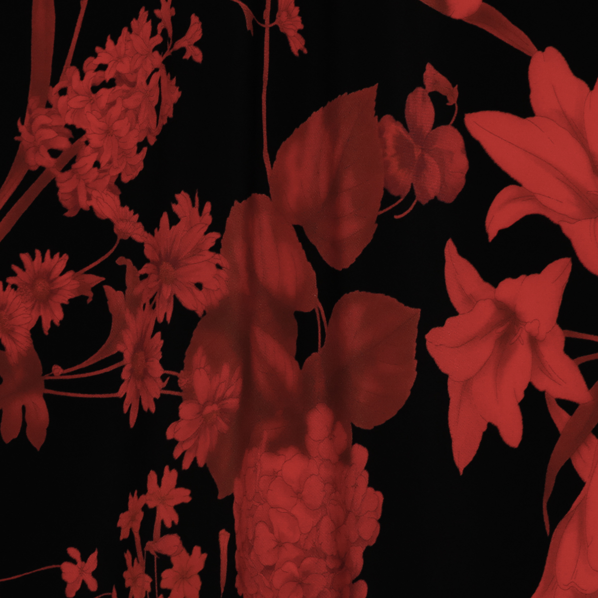 Шёлковый крепдешин с цветами в красных оттенках на чёрном