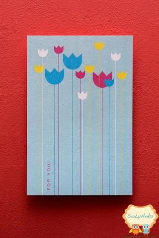 Открытка тюльпаны на голубом фоне