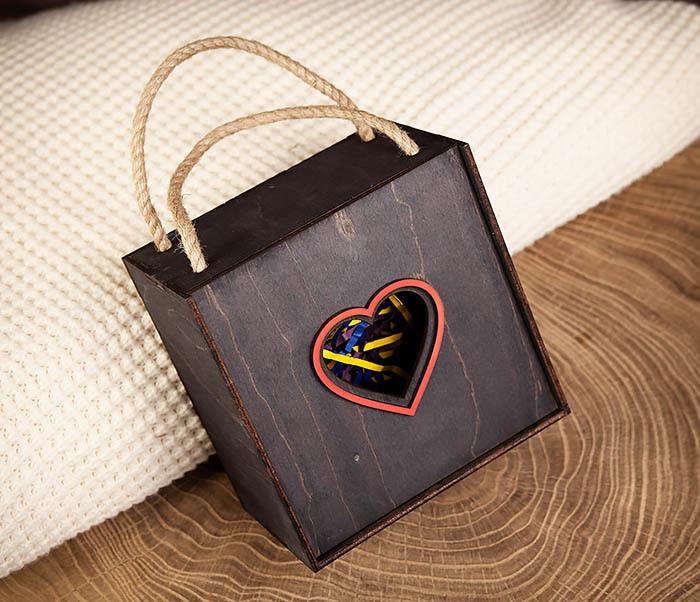 BOX210-1 Крупная подарочная коробка ко Дню святого Валентина (17*17*10 см)