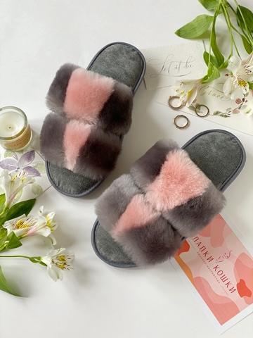 Меховые тапочки графитовые с розовой вставкой с параллельными  шлейками и текстильной стелькой серой