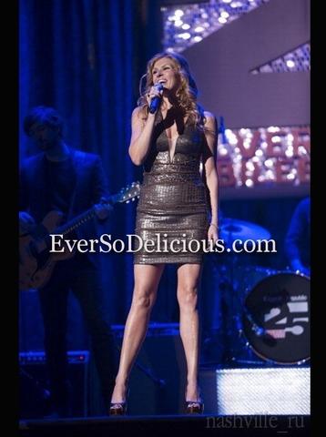 Участница сериала Nashville в платье Jovani 4274