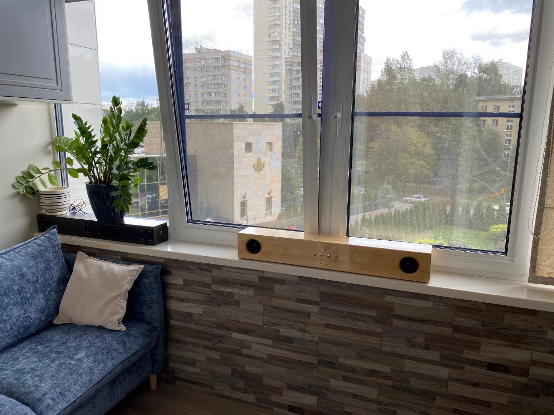 Колонка в интерьере на балконе