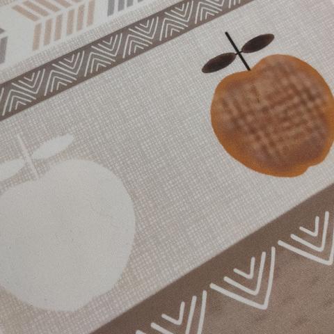 бежево-коричневая скатерть Демодекор c геометрическим рисунком