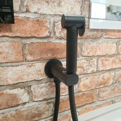 Смеситель гигиенический встраиваемый чёрный, матовый Remer Minimal N64WNO фото