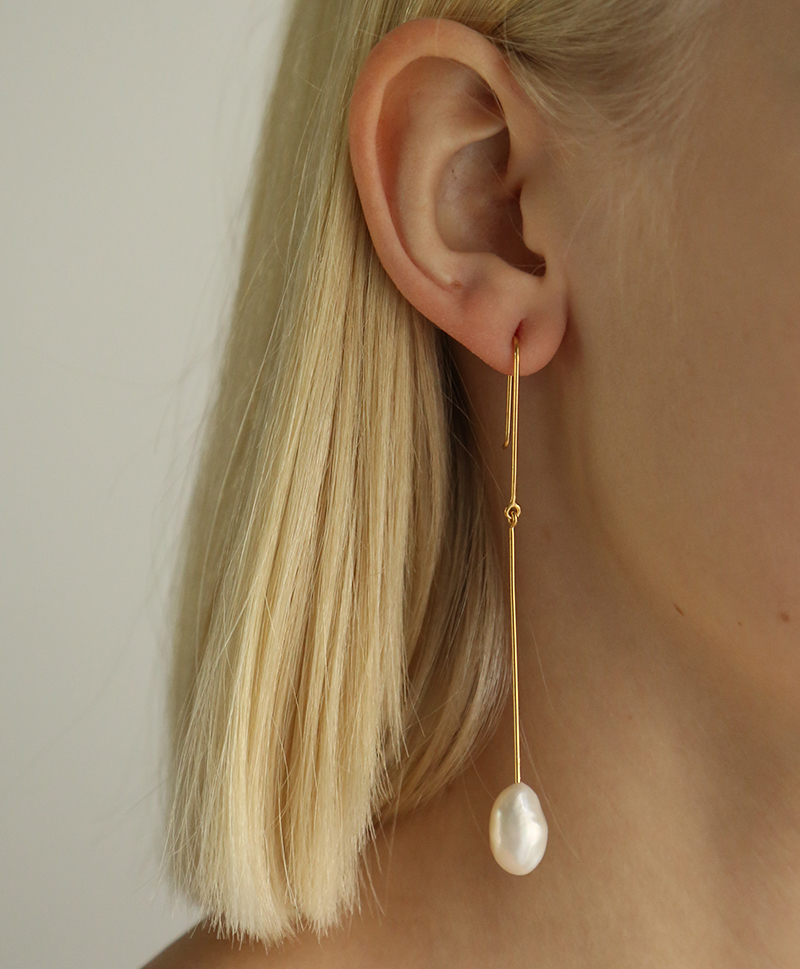 Серьги The Twilight Dropping Pearl Earpieces gold