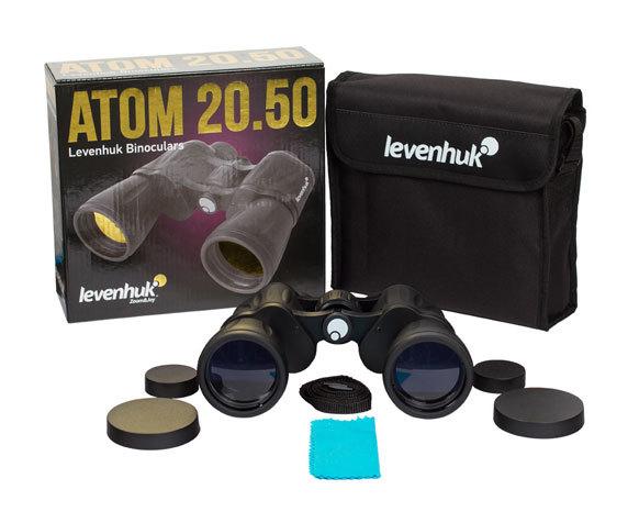 Комплект поставки бинокля Levenhuk Atom 20x50: защитные крышки объективов и окуляров, футляр и салфетка