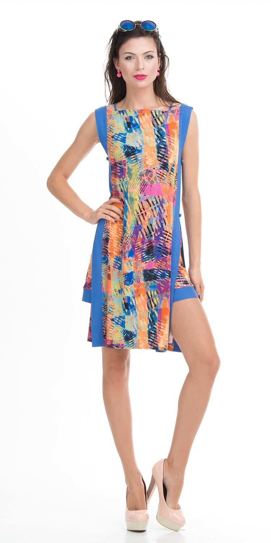 Платье З026-636 - Яркое, эффектное, двухслойное платье синего цвета с оригинальным принтом, так и зовет в отпуск. Модель из вискозы состоит из нижнего облагающего короткого платья и верхней, свободной более длинной туники с ярким рисунком.Платье подчеркивает красоту ног, а удлиненная туника скрывает бедра. Благодаря оригинальному дизайну вы не останетесь незамеченной.