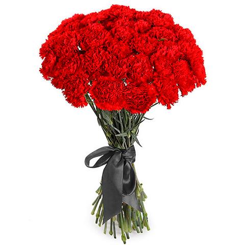 Траурный букет из 24 красных гвоздик