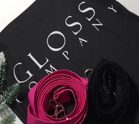 Фартук фирменный GLOSS черный с двумя лямками