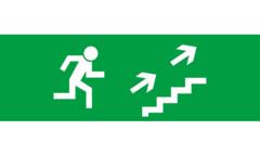 Знак для табло направления движения – К ЭВАКУАЦИОННОМУ ВЫХОДУ ПО ЛЕСТНИЦЕ ВВЕРХ НАПРАВО