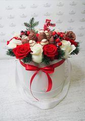 Букет из ягод и цветов
