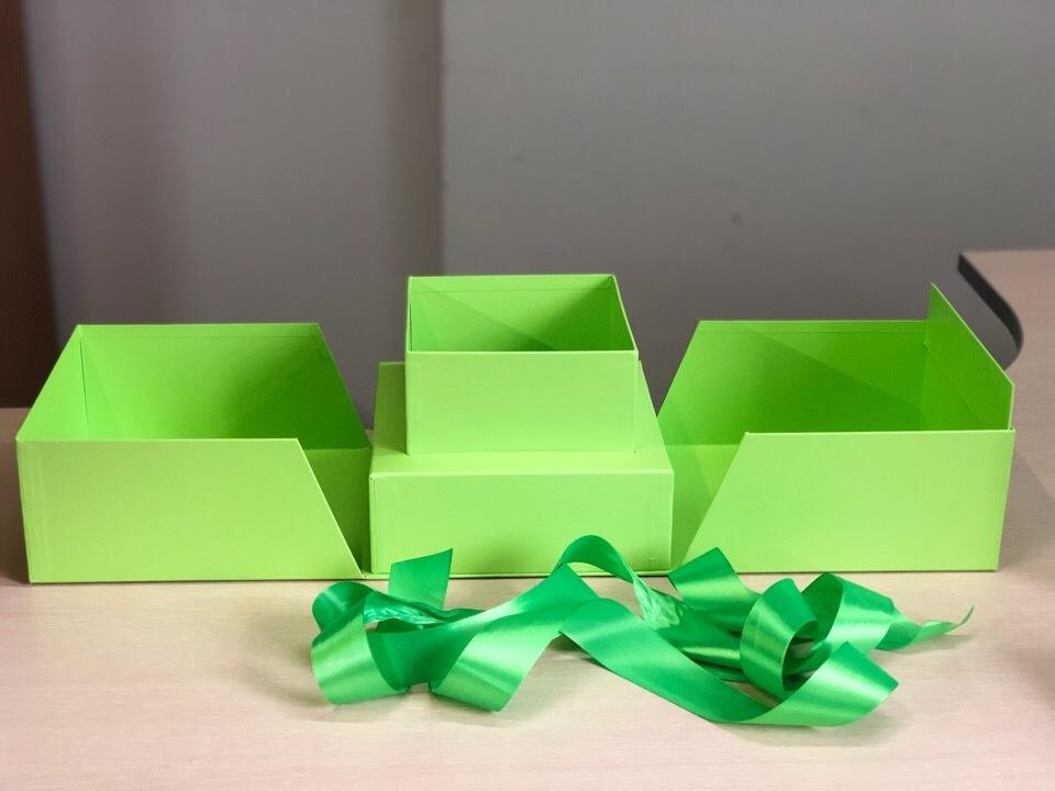 Квадратная раздвижная коробка . Цвет; Зеленый  . В розницу 600 рублей