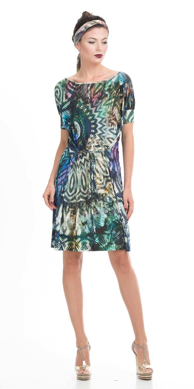 Платье З031-258 - В платье с вырезом-лодочкой на горловине сложно потеряться в толпе, ведь его отличает яркая необычная расцветка и шнуровка. Завязки на линии талии можно завязывать как спереди, так и сзади, моделируя силуэт по собственному усмотрению. Свободно облегающие линии придают фигуре легкость, делая ее зрительно более стройной и женственной. В таком наряде можно пойти как на пляжную вечеринку, так и носить его как повседневную одежду.
