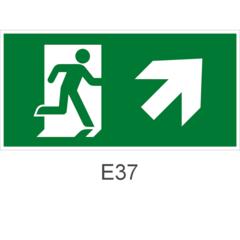 Направление к эвакуационному выходу направо вверх - знак эвакуационный Е37