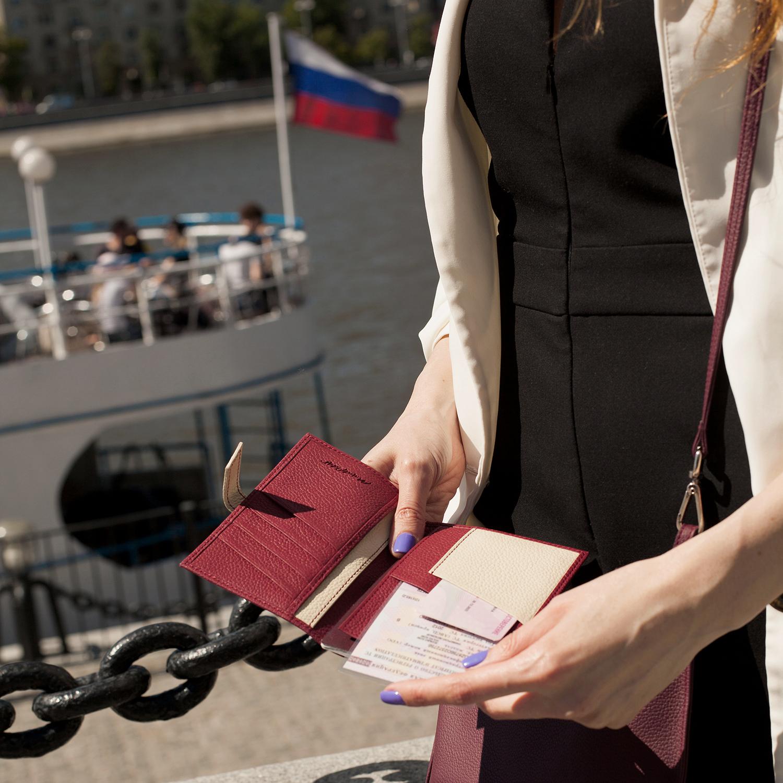 Обложка для паспорта и автодокументов Cannes Bicolor из натуральной кожи теленка, вишневого цвета