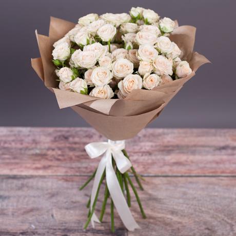 Купить букет 15 кремовых кустовых роз в Перми акция