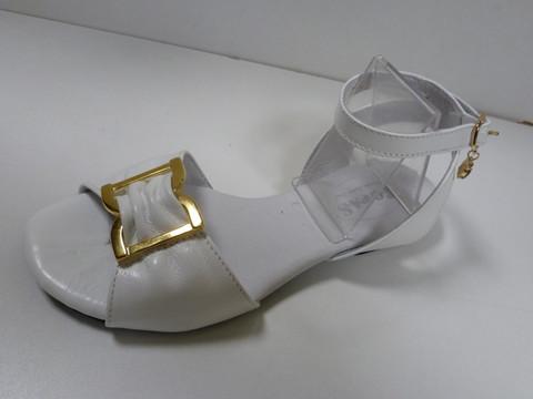 Белые сандали. Женские кожаные босоножки на низком ходу Topas - White.