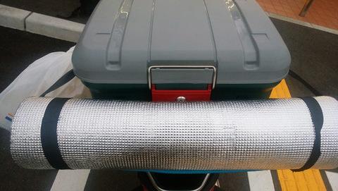 Экспедиционный ящик IRIS RV Box 460, пример крепления туристического коврика 2.
