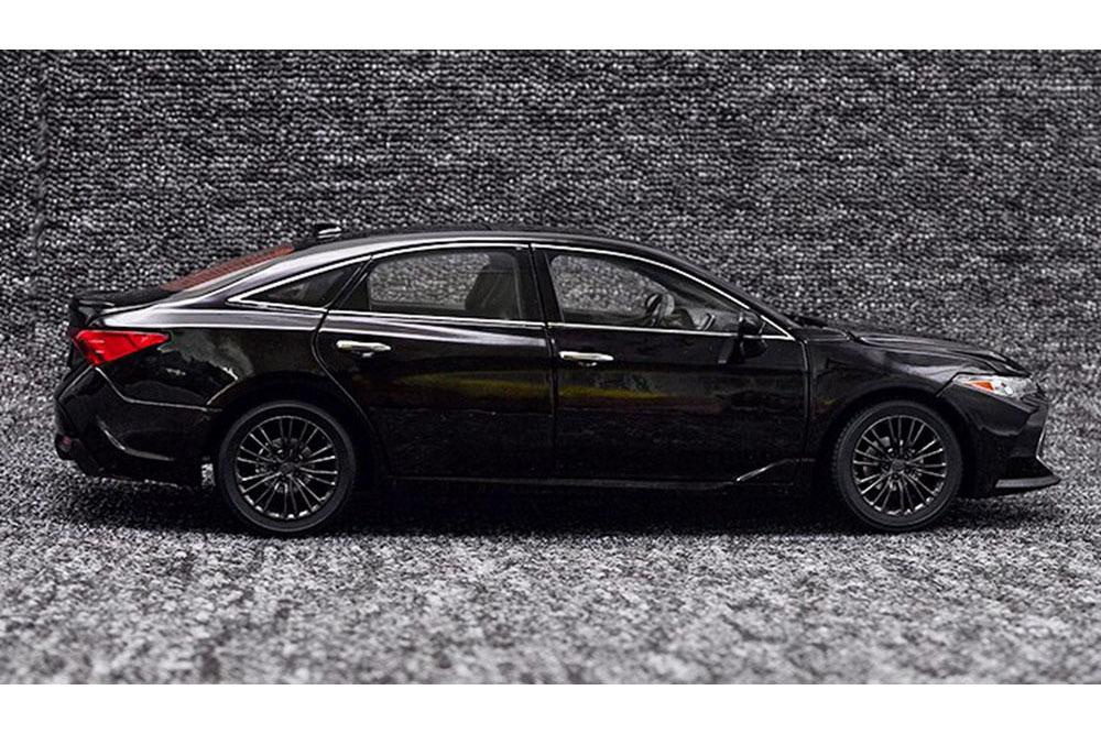 Коллекционная модель TOYOTA AVALON 2019 BLACK