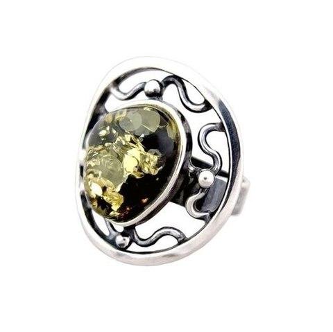 роскошное кольцо из серебра с зелёным янтарем