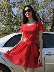 Бабочка. Красивое женское платье. Красный