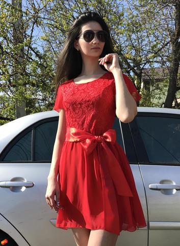 Метелик. Красиве жіноче плаття. Червоний