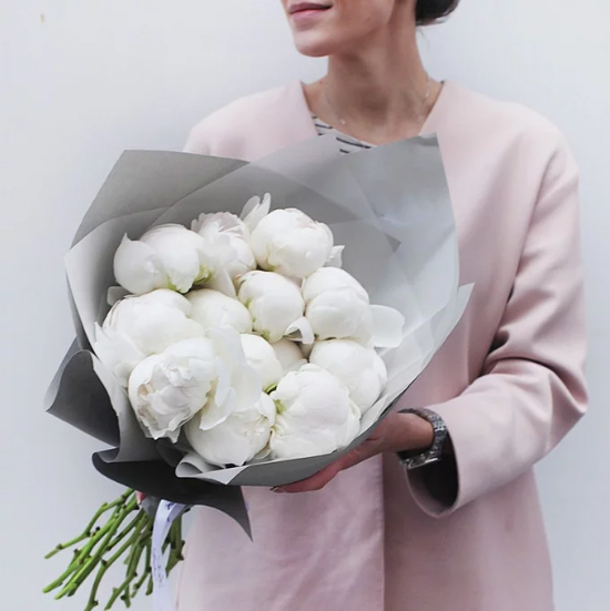Купить букет белоснежных пионов в Перми