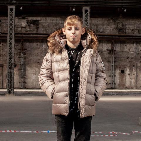 Підліткова зимова куртка з натуральної опушки бежевого кольору на хлопчика