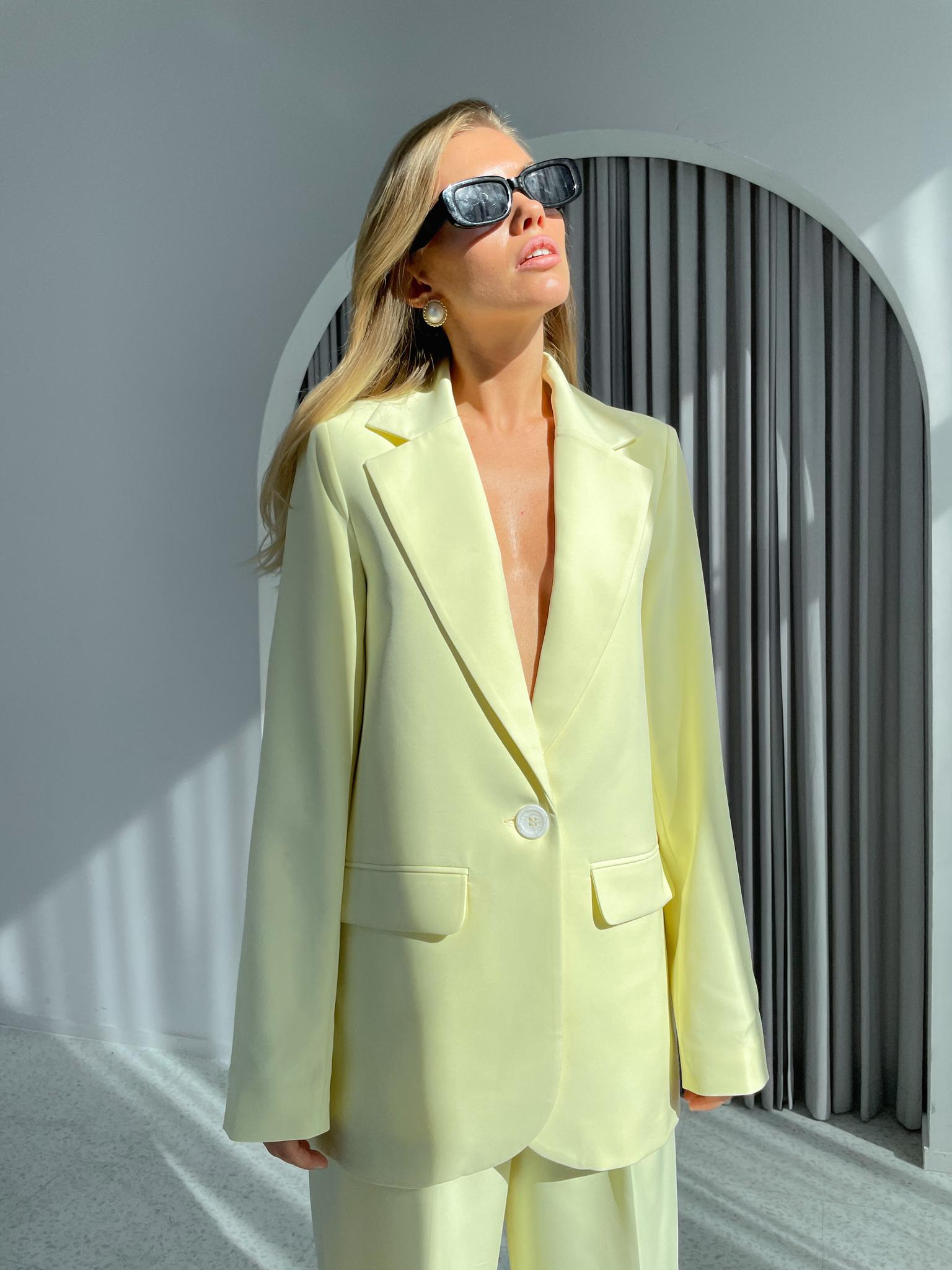 Пиджак прямой со шлицей (лимонный)