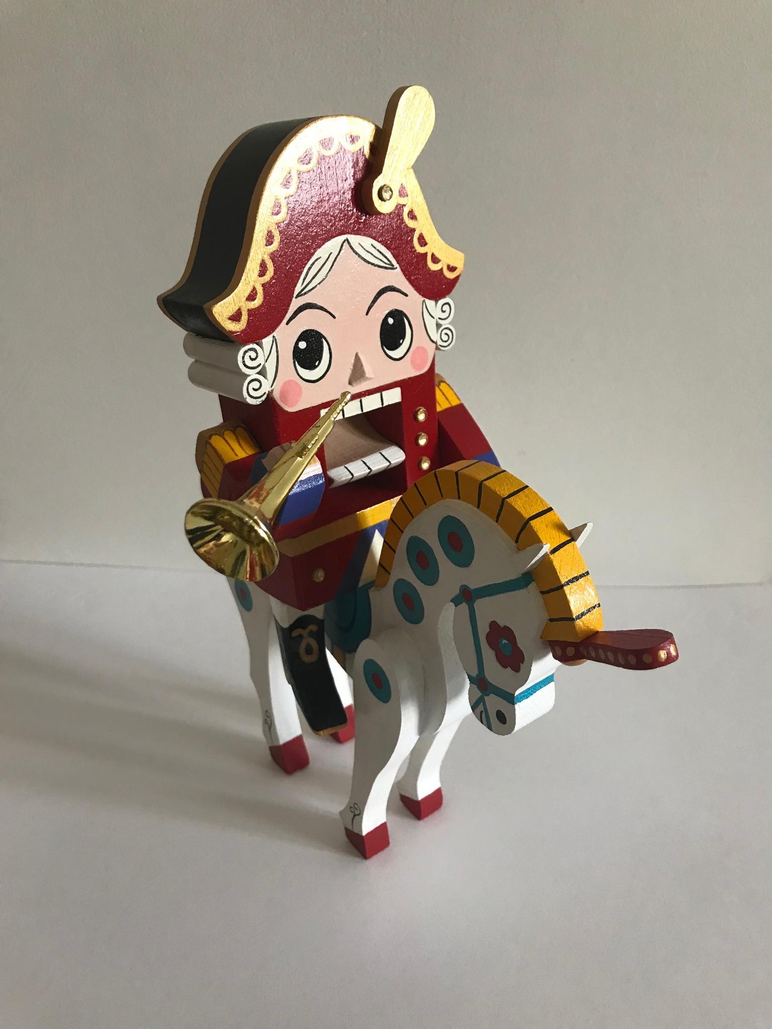 Деревянный щелкунчик   на лошади  «Победитель мышиного короля»
