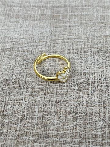 Кольцо из позолоченного серебра с белым сердечком