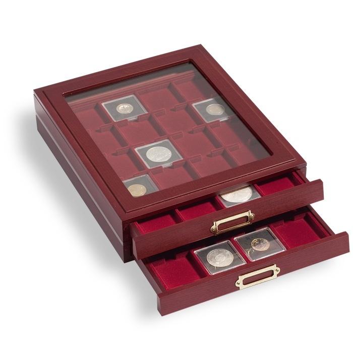 """Элегантная деревянная кассета LIGNUM, на 20 квадратных ячеек для Квадрум капсул 50х50 mm, """"красное дерево"""", вставка темно красный бархат, со смотровым стеклом"""