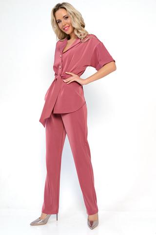 <p>Задаем тренды первыми, чтобы ты была самой красивой модницей сезона! Нереальный модный костюм на новый сезон! Жакет свободного кроя, талия на резинке, спереди бант. Брюки прямые, талия на резинке.&nbsp;</p>