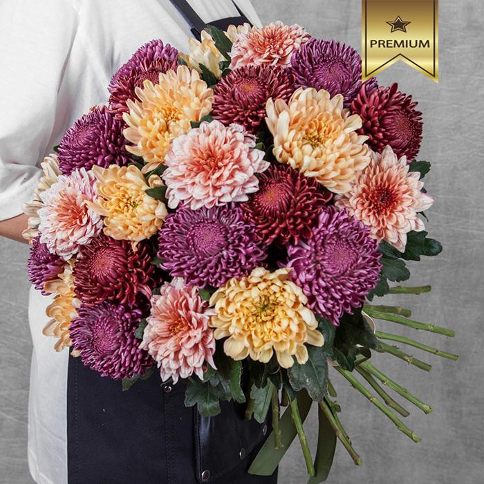 Купить шикарный вип букет благородных крупных хризантем в Перми
