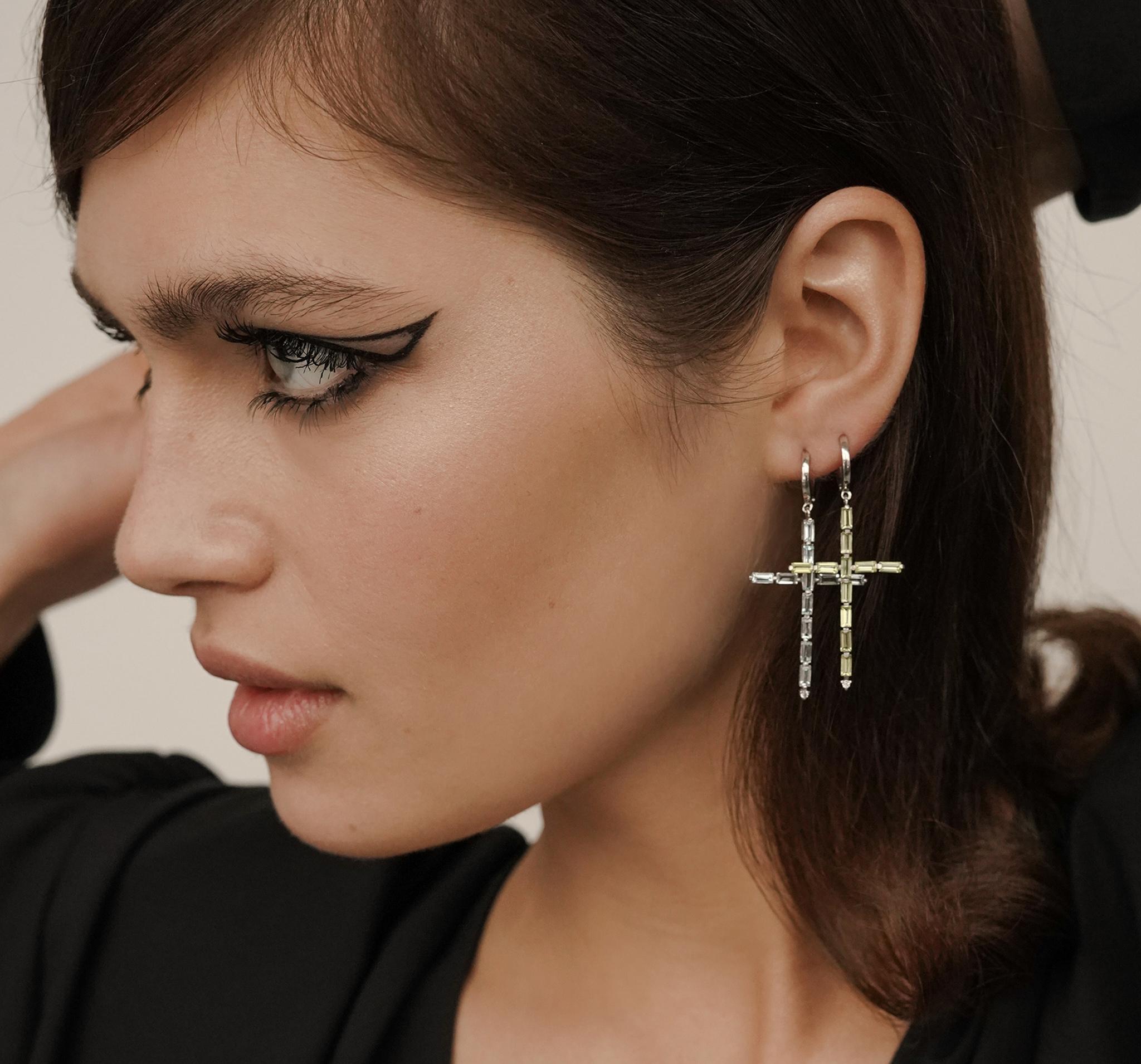 Серьги-кресты с хризолитом от MOONKA STUDIO