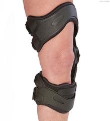 Легкий 3-х точечный жесткий низкопрофильный ортез для разгрузки и коррекции вальгусно/варусной установки коленного сустава при деформации 7-12° и наличии ротационной деформации голени DonJoy Oa assist