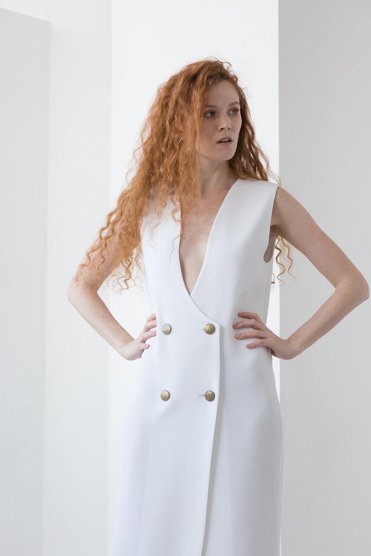 Платье-фрак без рукава, молоко