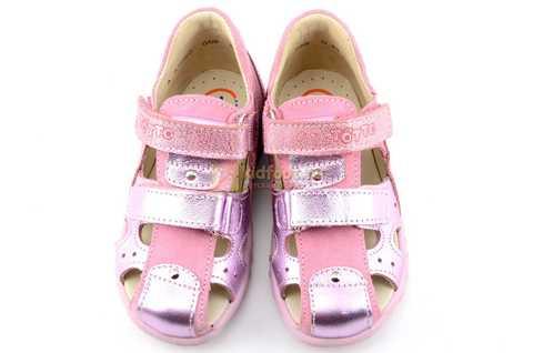 Босоножки Тотто из натуральной кожи с закрытым носом для девочек, цвет розовый металлик. Изображение 9 из 12.
