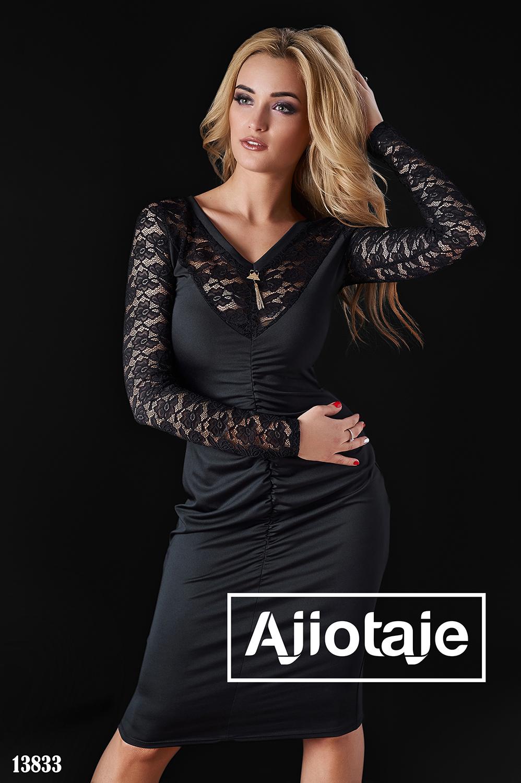 Элегантное платье черного цвета с вставками гипюра