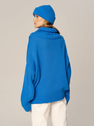 Женский комплект из свитера и шапки цвета деним - фото 4