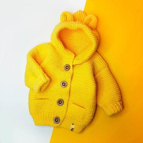 Кардиган с капюшоном желтый