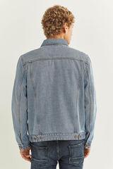 Джинсовая куртка светлого тона