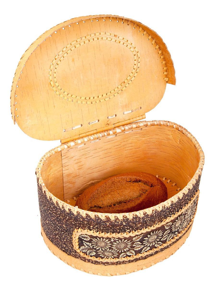 Вид с открытой крышкой и батоном хлеба
