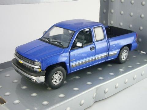 Chevrolet Silverado Extended Cab 1500 Cararama 1:43