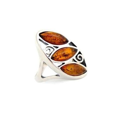 эффектное серебряное кольцо с янтарём цвет коньяк