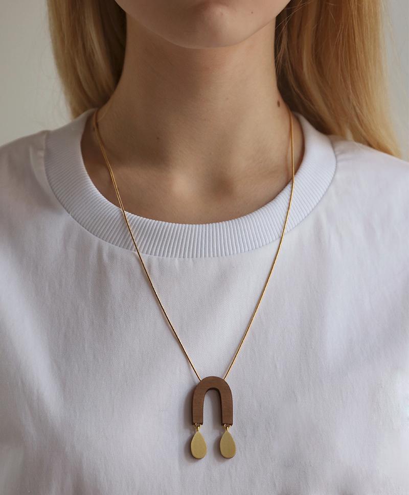 Подвеска Waterfall Arch Necklace Walnut