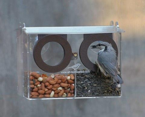 Кормушка для птиц Бинокль удобна в использовании.