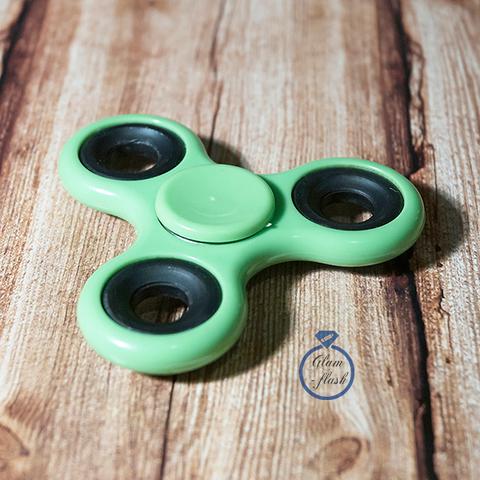 Спиннер классический из пластика с металлическими утяжелителями зеленого цвета 17001P_green