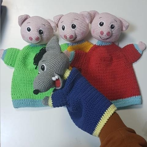 """Сказка """"Три поросенка"""" , рукавички, вязанные куклы"""