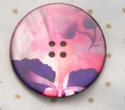 Пуговица с акварельными цветами в розово-пурпурных тонах, с оранжевым, роспись по перламутру, 28 мм